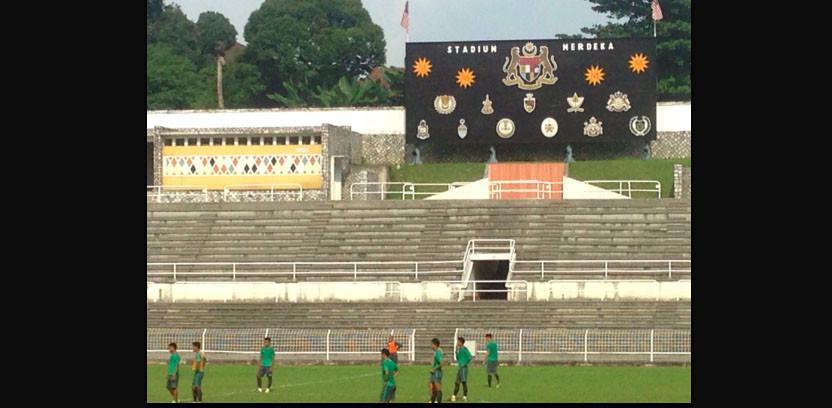 Timnas Indonesia U-22 saat berlatih di Stadion Merdeka, Kuala Lumpur. (Bola.com/Benediktus Gerendo Pradigdo)