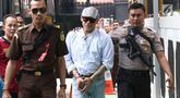Aktor Tio Pakusadewo saat akan menjalani sidang lanjutan kasus penyalahgunaan narkoba di PN Jakarta Selatan, Kamis (19/7). Sidang yang seharusnya beragendakan putusan tersebut diundur pada 24 Juli 2018. (Liputan6.com/Immanuel Antonius)