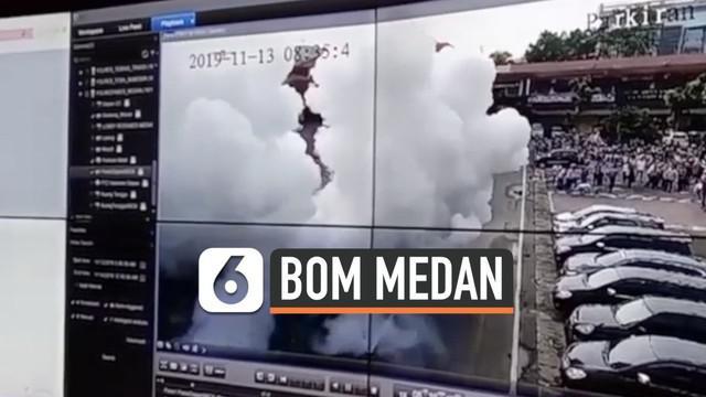 Rekaman CCTV memperlihatkan detik-detik bom bunuh diri meledak di halaman Mapolrestabes Medan Rabu (13/11) siang. Bom meledak tepat pukul 08.35 WIB.