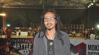 Musisi Indonesia, Ipang Lazuardy, saat menjadi bintang tamu di final area Jakarta Super Soccer Futsal Battle 2018 di Lapangan Blok S, Jakarta Selatan, Minggu (16/9/2018). (istimewa)