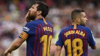 Gelandang Barcelona, Lionel Messi, merayakan kemenangan atas Huesca pada laga La Liga Spanyol di Stadion Camp Nou, Barcelona, Minggu (2/8/2018). Barcelona menang 8-2 atas Huesca. (AFP/Lluis Gene)
