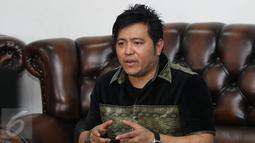 Steven Rumangkang saat konferensi pers di kawasan Cilandak, Jakarta, Kamis (3/12). Steven menuturkan, ia bakal melakukan tindakan tegas sebagai pernyataan sikapnya terkait foto mesra Angel Karamoy dan Pasha Ungu.  (Liputan6.com/Herman Zakharia)