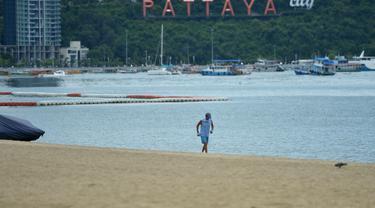Sepinya Pantai Pattaya di Tengah Pandemi Covid-19