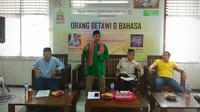 Diskusi soal Orang Betawi dan Bahasa di Bekasi (28/1/2017), pembicara Abdul Chaer, Abdul Khoir, dan moderator Yahya Andi Saputra. Foto koleksi Rachmad Sadeli (Majalah Betawi)
