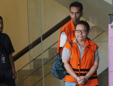 Ekspresi Dua Tersangka Kasus Suap Imigrasi Mataram Usai Diperiksa KPK