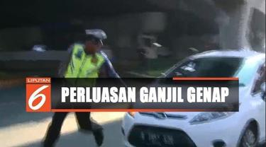 Pagi ini, di Jalan Gunung Sahari menuju Manga Dua, polisi mengehentikan beberapa kendaraan berplat nomor ganjil.