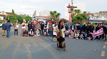 Mahasiswa di NTB turun ke jalan di hari ulang tahun Presiden Jokowi. (Foto: Liputan6.com/Hans Bahanan)