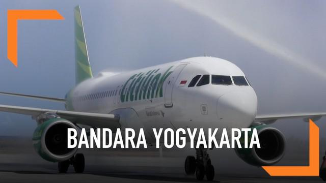 Yogyakarta International Airport di Kulonprogo akhirnya resmi beroperasi. Penerbangan komersial perdana ditandai dengan mendaratnya pesawat Citilink Senin (6/5) siang yang terbang dari bandara Halim Perdanakusuma.