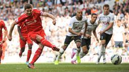 Kapten sekaligus legenda Liverpool, Steven Gerrard menjadi salah satu pencetak gol terbanyak The Reds di Liga Champions, yaitu 30 gol dari 87 penampilan. Kenangan paling membekas di ingatan fans Liverpool adalah golnya di laga final Liga Champions 2005 melawan AC Milan. (AFP/Olly Greenwood)