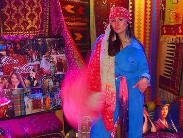 FOTO: Pesona Wulan Guritno dengan Busana Ala Bohemian, Artistik dan Menawan