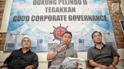 Ketum FPPI Nova Sofyan Hakim (Tengah) memberi keterangan saat konferensi pers, Jakarta, Rabu (16/1). Pekerja juga mendukung penuh PT Pelindo II untuk menegakkan tata kelola pelabuhan yang baik (Good Corporate Governance/GCG). (Liputan6.com/Faizal Fanani)