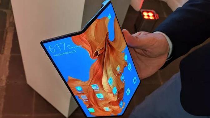 Huawei Mate X. Dok: Theverge.com)