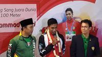 Menpora Imam Nahrawi hingga pejabat PB Pasi menyambut juara lari dunia 100 meter U-20, Muhammad Zohri di Indonesia di Terminal 3 Bandara Internasional Soekarno Hatta. (Bola.com/Zulfirdaus Harahap)