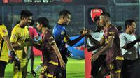 Arema FC menang atas PSM Makassar dalam lanjutan Shopee Liga 1 di Stadion Kanjuruhan, Kabupaten Malang, Rabu (3/10/2019). (Bola.com/Iwan Setiawan)