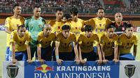 Tim Cilegon United sebelum Madura United di leg pertama babak 32 besar Piala Indonesia 2018 di Stadion Gelora Ratu Pamelingan, Pamekasan, Selasa (29/1/2019). (Bola.com/Aditya Wany)