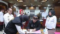 Hendi ikut melakukan tes urine sebagai bentuk pencegahan dan memonitor pergerakan narkoba di Jawa Tengah.
