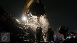 Setiap harinya, sekitar 7.000 ton sampah dari seluruh wilayah Jakarta dibuang di sini. Dan setengah dari 105.019 jiwa yang tinggal di lingkungan Bantar Gebang berprofesi sebagai pemulung. (Liputan6.com/Johan Tallo)