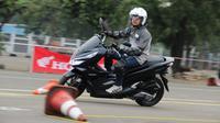 Tes ride Honda PCX Hybrid. (Nazar Ray)