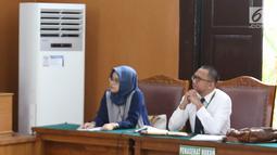 Kuasa hukum Jaksa agung (kiri) bersama Kuasa hukum Wiranto (kanan) menghadiri  sidang perdata Kivlan Zen terhadap Jaksa Agung dan Wiranto di Pengadilan Negeri Jakarta Selatan, Selasa (1/10/2019). Sidang perdata  tersebut dilanjutkan pada tanggal 9/10/2019 hari Rabu dengan agenda mediasi. (Liputan6.
