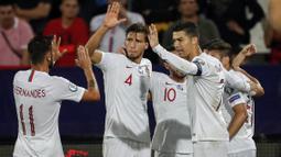 Alasan pertama, Portugal tampil konsisten dalam lima tahun belakangan ini. Di tahun 2016, mereka mampu menyabet gelar Euro 2016 dengan mengalahkan tim-tim seperti Wales, Kroasia, dan Prancis. (Foto: AFP/Pedja Milosavljevic)