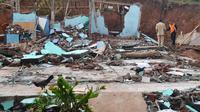 Ilustrasi - Longsor rayapan (creep soil) terjadi di Dusun Jatiluhur Desa Padangjaya, Majenang, Cilacap dan menyebabkan 24 rumah ambruk atau rusak berat. (Foto: Liputan6.com/Muhamad Ridlo)