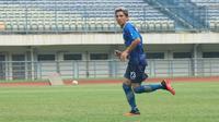 Gelandang Persib Bandung Kim Jeffrey Kurniawan. (Liputan6.com/Huyogo Simbolon)