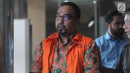Kepala Satuan Kerja SPAM Darurat, Teuku Moch Nazar usai menandatangani P21 di Gedung KPK, Jakarta, Jumat (26/4). Teuku akan menjalani sidang perdana pada bulan Mei mendatang terkait kasus suap sejumlah proyek pembangunan SPAM tahun anggaran 2017-2018 di Kementerian PUPR. (merdeka.com/Dwi Narwoko)