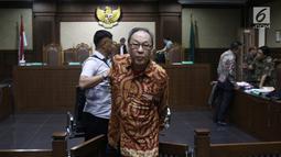 Terdakwa kasus korupsi E-KTP Made Oka Masagung usai menjalani sidang lanjutan di Pengadilan Tipikor, Jakarta, Selasa (23/10). Sidang beragendakan pemeriksaan terdakwa. (Liputan6.com/Herman Zakharia)