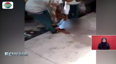 Warga Makassar mengentikan amukan dan prilaku aneh pelajar ini dengan air kelapa namun tidak mempan.