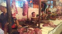 Kios daging sapi di Pasar Palmerah sepi pembeli (Foto: Muslim AR)
