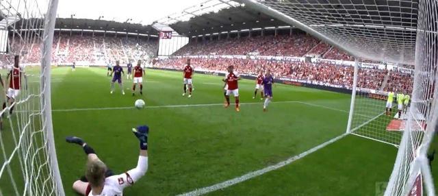 Berita video 5 penyelamatan terbaik yang tercipta pada pekan ke-34 Bundesliga 2017-2018. This video presented by BallBall.