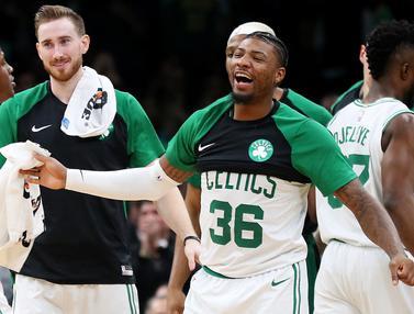 Para pebasket Boston Celtics merayakan kemenangan atas Indiana Pacers. (AP/Maddie Meyer)