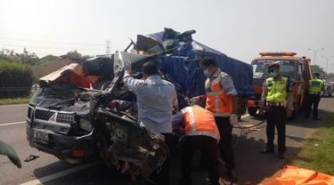 Pick Up Terlibat Kecelakaan Di Tol Tangerang-Merak, Dua Orang Meninggal Dunia. (Selasa, 11/05/2021). (Dokumentasi PJR Ciujung Korlantas Polri).