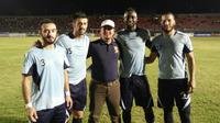Persela Lamongan belum memutuskan nasib empat pemain asing yang mengikuti seleksi untuk tampil di Indonesia Super Competition. Keempat pemain asing itu antara lain Omar El Hussieny, Alan Aciar, Mamadou Barry, dan Selim Kaabi. (Bola.com/Robby Firly)