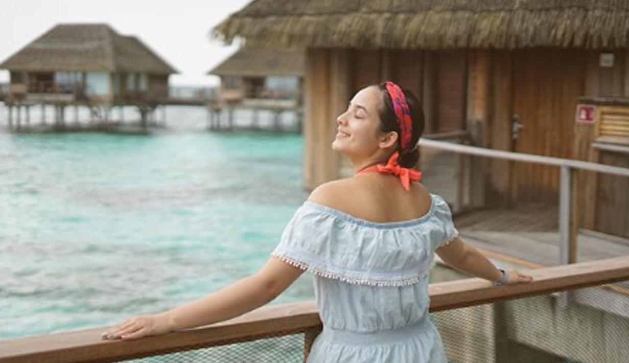 Meskin tanpa make up, wajah Chelsea Islan tetap terlihat cantik dan memukau. (Liputan6.com/IG/chelseaislan)