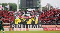Kelompok suporter Persis Solo, Pasoepati. (Bola.com/Ronald Seger)