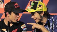 Rossi juga dianggap menjadi biang keladi karena secara terang-terangan menuduh Marquez membantu Jorge Lorenzo di depan awak media. (Foto: AFP/Josep Lago)