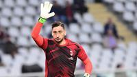 Chelsea sedang mengincar kiper AC Milan, Gianluigi Donnarumma untuk menambah kekuatan lini belakang dalam mengarungi musim 2018-2019 nanti. (AFP/Miguel Medina)