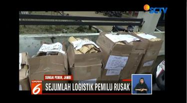 Banjir Jambi rendam gudang penyimpanan logistik Pemilu 2019, beberapa kotak kardus sampul surat suara basah.