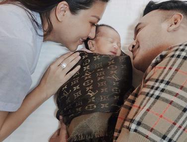 FOTO: Potret Hangat Ruben Onsu dan Sarwendah dengan Kedua Putri Kecilnya