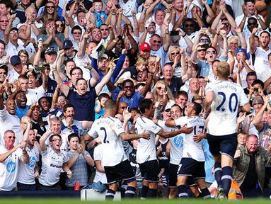 Laga sengit berakhir dengan kemenangan Tottenham Hotspur 1 - 0 atas Swansea City pada pertandingan Liga Inggris antara Tottenham Hotspur melawan Swansea City di Stadion White Hart Lane, London Minggu 25 Agustus 2013. (AFP/Carl Court)