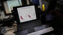 Diagram presentase popularitas Ahok terkait kasus penistaan agama yang dirilis Lingkaran Survei Indonesia (LSI) terkait Pilkada DKI Jakarta 2017, Jakarta, Kamis (13/4). (Liputan6.com/Faizal Fanani)