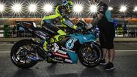 Pembalap Petronas Yamaha SRT, Valentino Rossi pada tes pramusim MotoGP Qatar. (Twitter/Petronas Yamaha SRT)