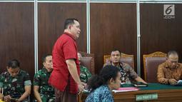 Kuasa hukum tersangka dugaan makar dan kepemilikan senjata api ilegal Kivlan Zen, Tonin Tachta saat mengikuti sidang permohonan praperadilan di PN Jakarta Selatan, Senin (22/7/2019). Tonin Tachta meminta hakim membatalkan penetapan tersangka atas Kivlan Zen. (Liputan6.com/Immanuel Antonius)
