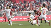 Striker Timnas Indonesia U-22, Osvaldo Haay, melepaskan tendangan saat melawan Myanmar U-22 di di Stadion Rizal Memorial, Manila, Sabtu (7/12). Indonesia menang 4-2 atas Myanmar. (M Iqbal Ichsan)