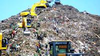 Ribut masalah sampah antara Gubernur DKI Jakarta, Basuki Tjahya Purnama alias Ahok dengan DPRD Bekasi,