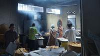 Bisnis Keripik Balado Nan Salero yang digeluti oleh Andry Yapilus.