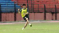 Pemain asal Korea Selatan, Cho Chan-ho, mencoba peruntungan di PSIS. (Bola.com/Vincentius Atmaja)