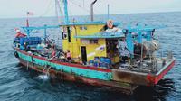 Empat kapal Vietnam dan dua kapal Malaysia berhasil ditangkap oleh Kapal Pengawas Perikanan di Zona Ekonomi Eklusif Indonesia (ZEEI) Laut Natuna Utara dan ZEEI Selat Malaka. (Dok KKP)