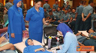 Citizen6, Surabaya: Selain donor darah yang bekerjasama dengan empat PMI Kota juga akan digelar bakti sosial kesehatan berupa pengobatan gratis bagi masyarakat yang membutuhkan. (Pengirim: Penkobangdikal)